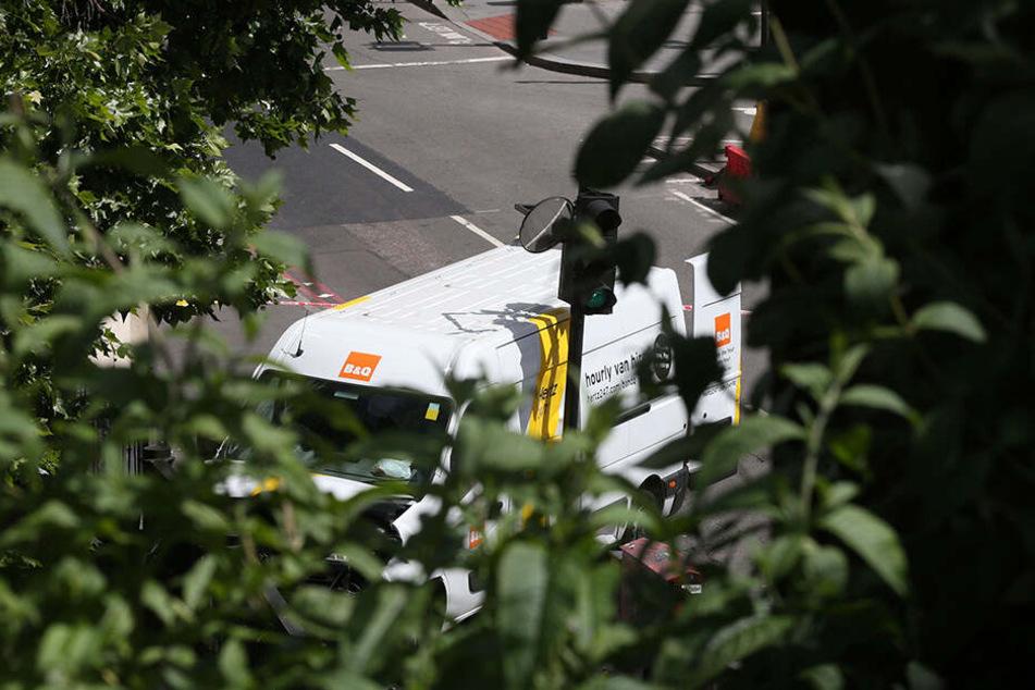 Das Foto zeigt den Lieferwagen, der in die Menschengruppen raste.
