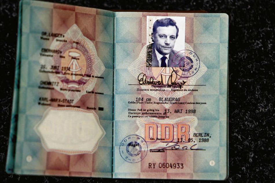 Für die Unterzeichnung der Städtepartnerschaft in Düsseldorf erhielt der damalige OB Eberhard Langer einen blauen DDR-Reisepass inklusive Dienst-Visum zum Besuch in der BRD.