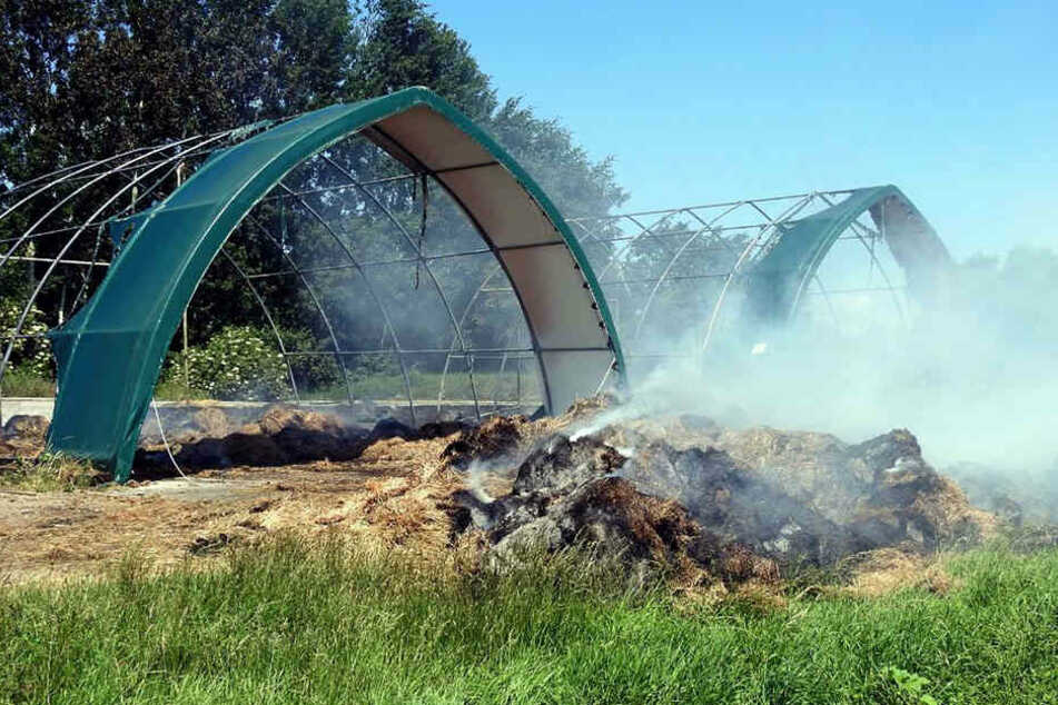 20.000 Euro Schaden! Feuerteufel steckt Futterlager bei Leipzig in Brand
