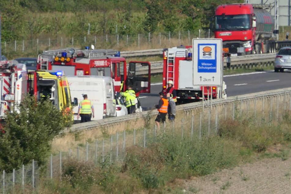 Unfall auf der A14. Die Rettungskräfte sind vor Ort.
