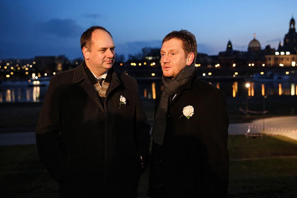 OB Dirk Hilbert (47, FDP) und Ministerpräsident Michael Kretschmer (43, CDU) im letzten Jahr in der Menschenkette.