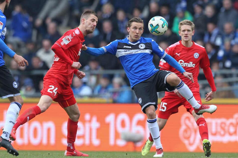 Konstantin Kerschbaumer (2. v. r.) kassierte in der 66. Minute die fünfte Gelbe Karte. Auch auf Kapitän Julian Börner muss Saibene gegen Ingolstadt verzichten.