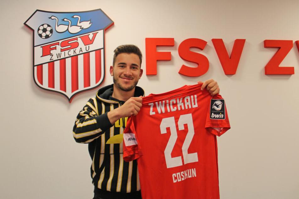 Fußball-Drittligist FSV Zwickau hat mit Ex-Dynamo Can Coskun seinen ersten Winterneuzugang verpflichtet.