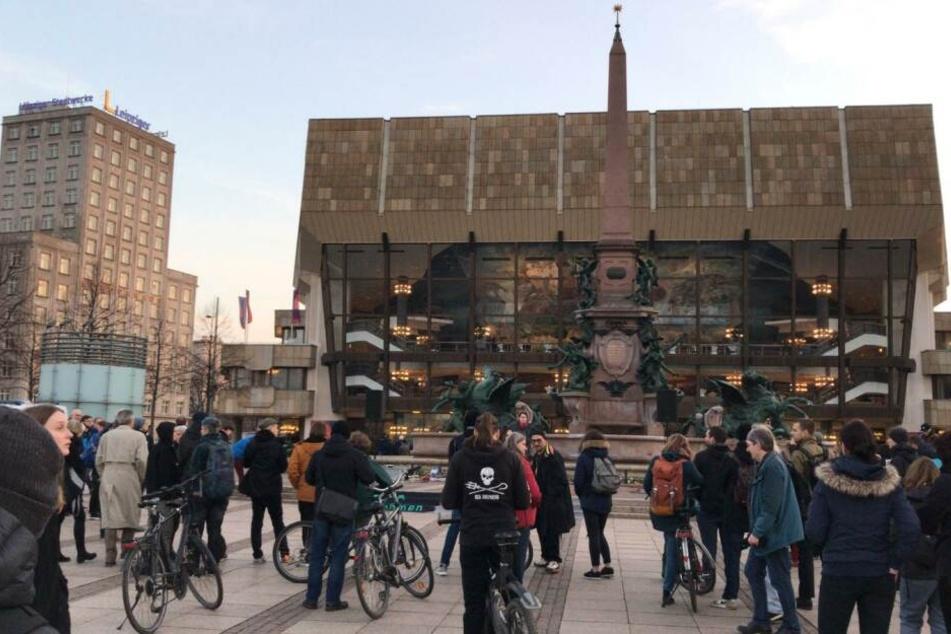 Aktivisten protestieren in der City gegen Rechts auf der Buchmesse