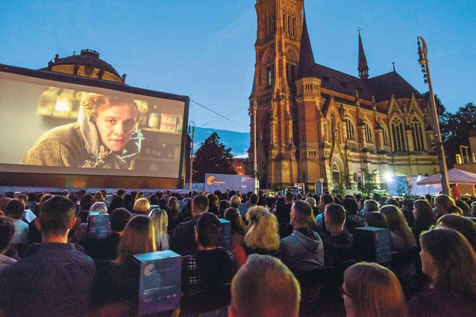 """Am Montag geht's mit jeder Menge Abenteuern und Extremsport lbeim """"European Outdoor Film Open Air"""" weiter."""
