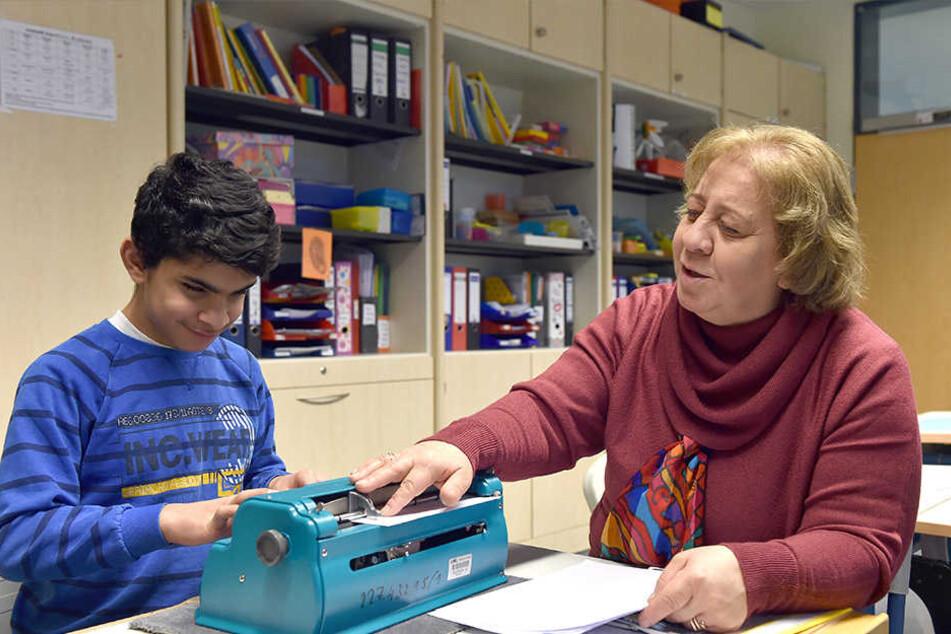 Seit April betreut Nada Touma den Jungen in einer Förderschule für Sehbehinderte.