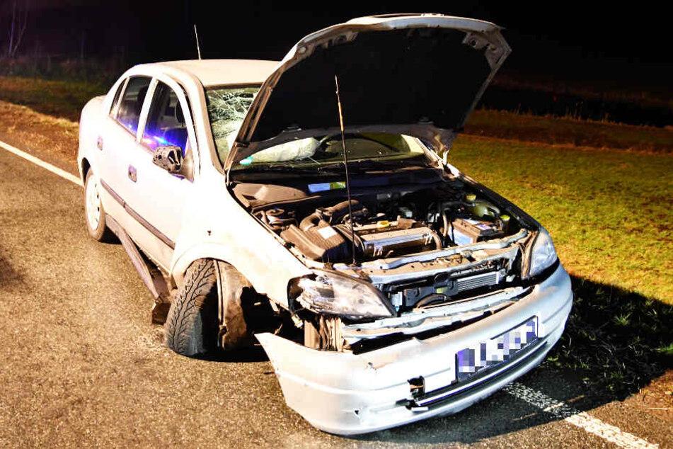 Bei dem Unfall auf der Staatsstraße 2194 wurden vier Menschen verletzt.