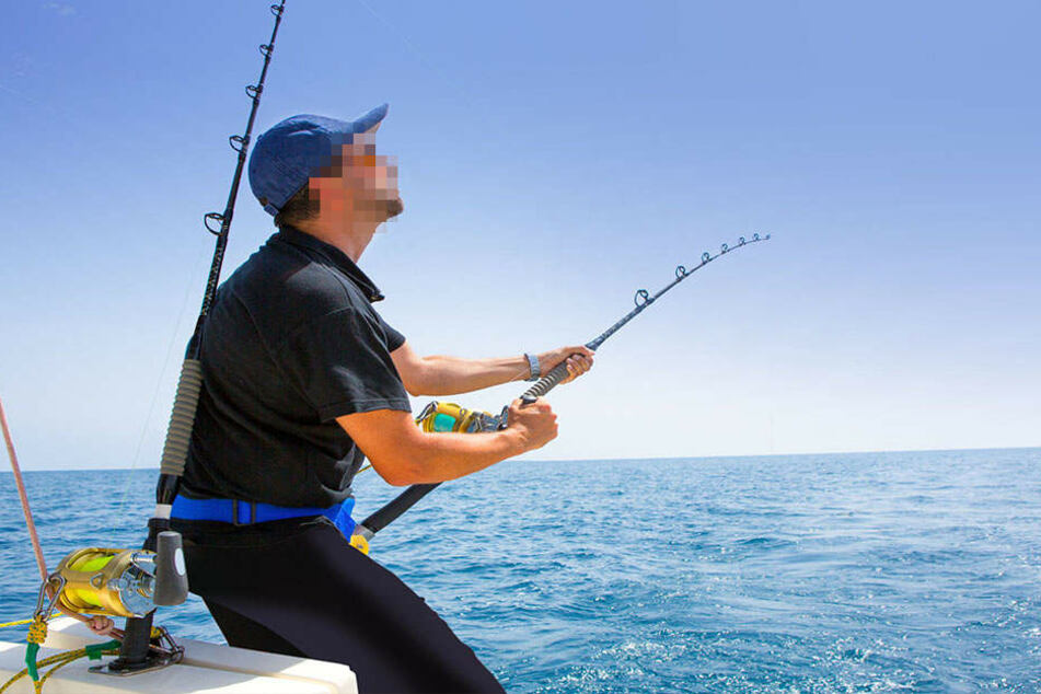 Nach dem Fang wäre ein Angler fast gestorben. (Symbolbild)