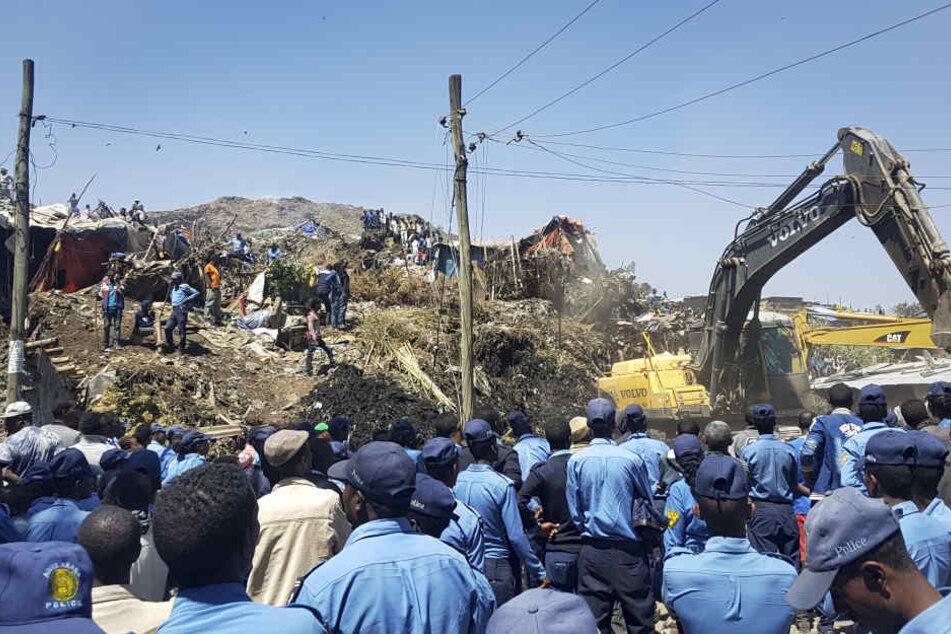 In der äthiopischen Hauptstadt Addis Abeba ist es zu einem gewaltigen Erdrutsch auf einer Müllkippe gekommen.