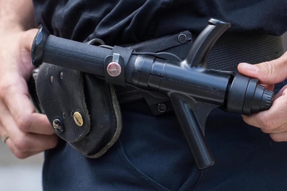 Der Polizist wurde bereits wegen Körperverletzung rechtskräftig verurteilt. (Symbolbild)