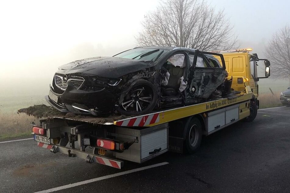 Der Fahrer (29) des entgegenkommenden Opels, mit dem der Unfallverursacher zuerst kollidierte, wurde schwer verletzt.