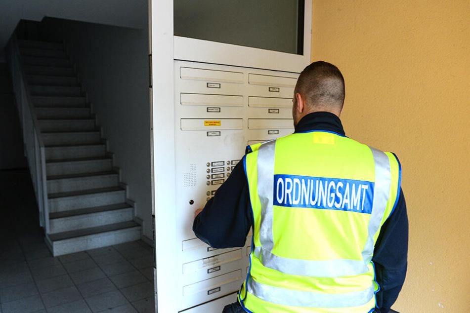 Waffenbesitzer müssen dem örtlichen Ordnungsamt bei unangemeldeten Kontrollen die Tür öffnen - in Sachsen wird das recht unterschiedlich gehandhabt.