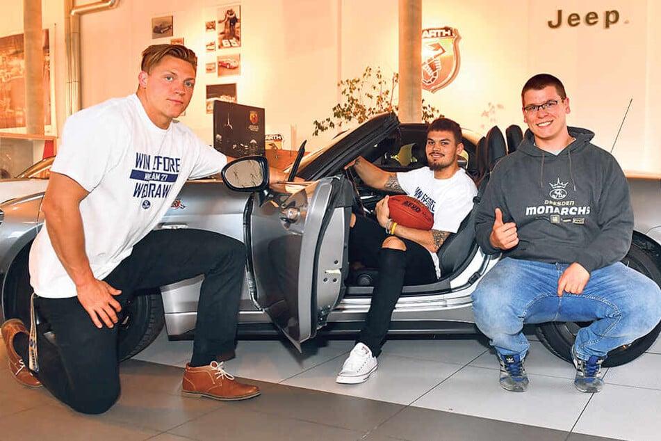 Linebacker A.J. Wentland (v.l.), Quaterback Zack Greenlee und Kicker Florian Finke bei der Saisoneröffnungs-Pressekonferenz im Autohaus Glöckner. Letzterer ist für die neue Serie sehr zuversichtlich und lobt die neue Team-Mentalität.