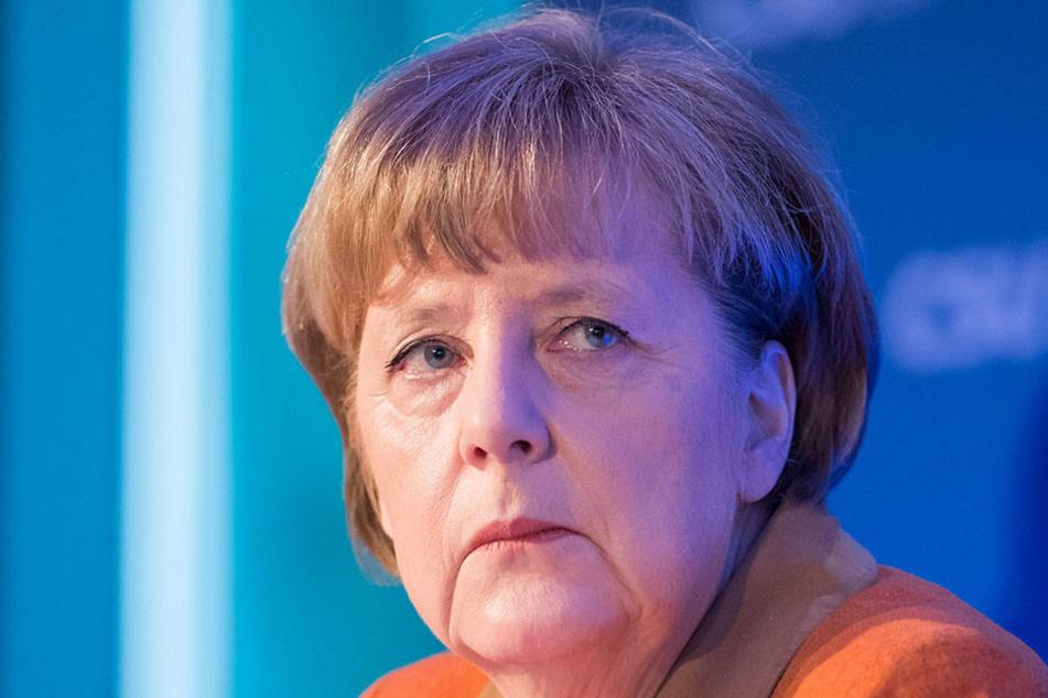 Die AfD Berlin verspottet Angela Merkel in Anlehnung an ein Cover vom Spiegel.