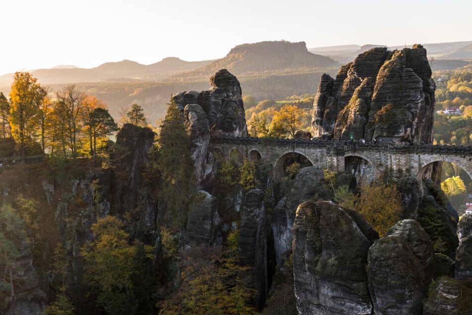 Viele Menschen zog es am Freitag in die Sächsische Schweiz. (Archivbild)