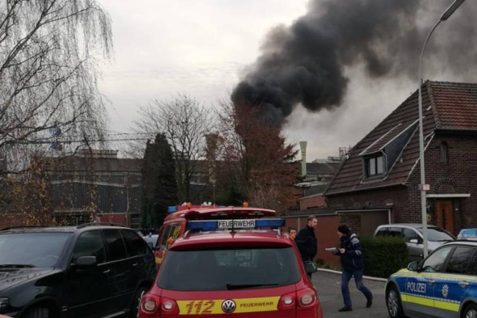 Das Feuer über dem Schmelzofen in Krefeld.