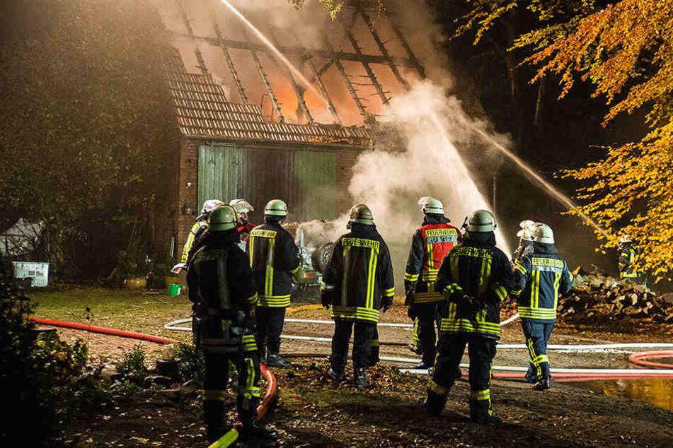 Komplett nieder brannte eine Scheune in am Mittwochmorgen in Ummeln.
