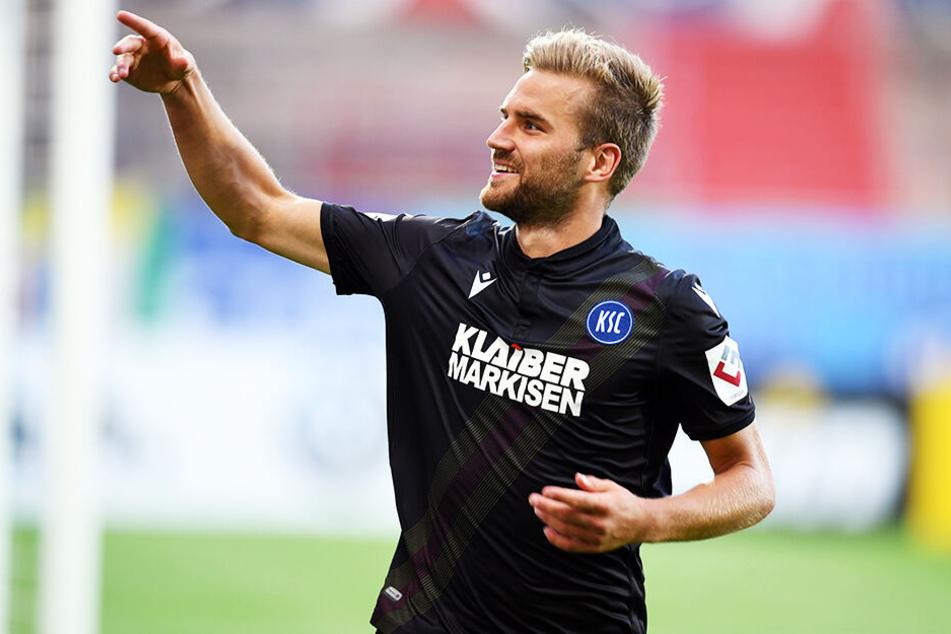 Lukas Grozurek jubelt nach seinem Treffer zum 1:0 für den KSC.