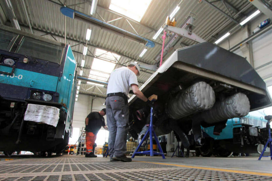 Die Marschbahn-Lokomotiven bekamen bei der letzten großen Generalüberholung überarbeitete Motoren und Diesel-Tanks.