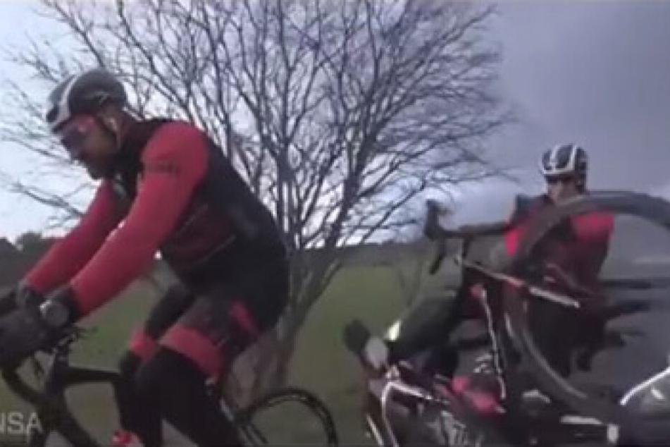Der Fahrer des Autos rauschte völlig unvermittelt in die beiden Radfahrer.
