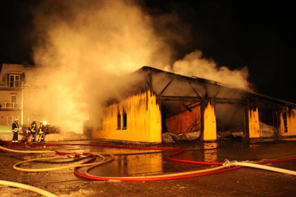 Die Lagerhalle brannte komplett aus.