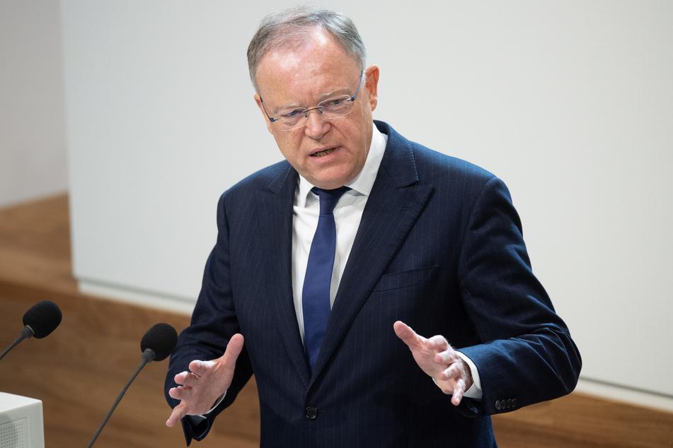 Stephan Weil (SPD), Ministerpräsident Niedersachsen, spricht bei seiner Regierungserklärung im niedersächsischen Landtag.