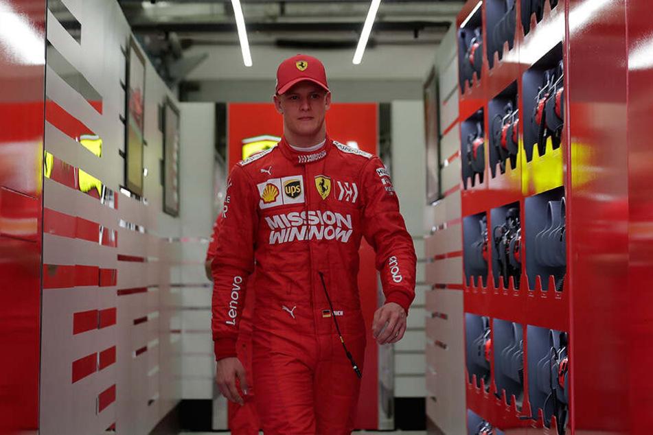 Mick ist der Sohn von Michael Schumacher, der noch immer erfolgreichste Pilot in der Geschichte der Formel 1, der sich nach einem schweren Ski-Unfall aus der Öffentlichkeit zurückgezogen hat.