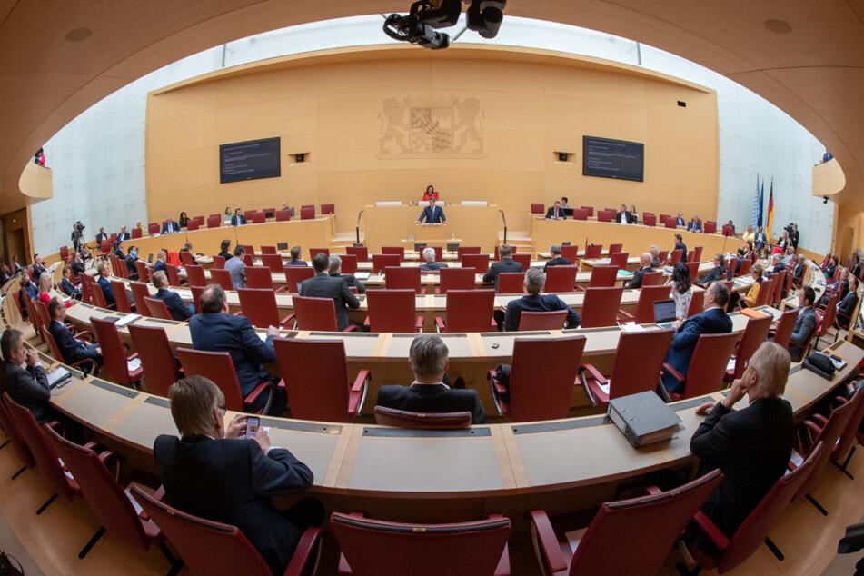 Bayerns Grüne, CSU und FDP wollen jährliche Diätenerhöhung wegen Corona spenden
