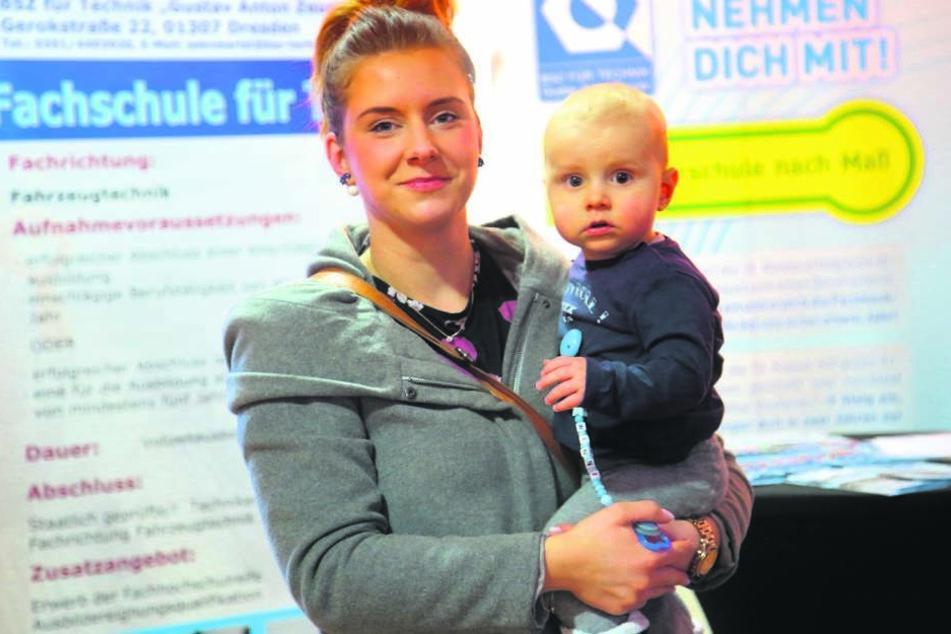 Besucherin Nicki Fischer (29) kam mit Söhnchen Winni (1) zur Jobmesse.