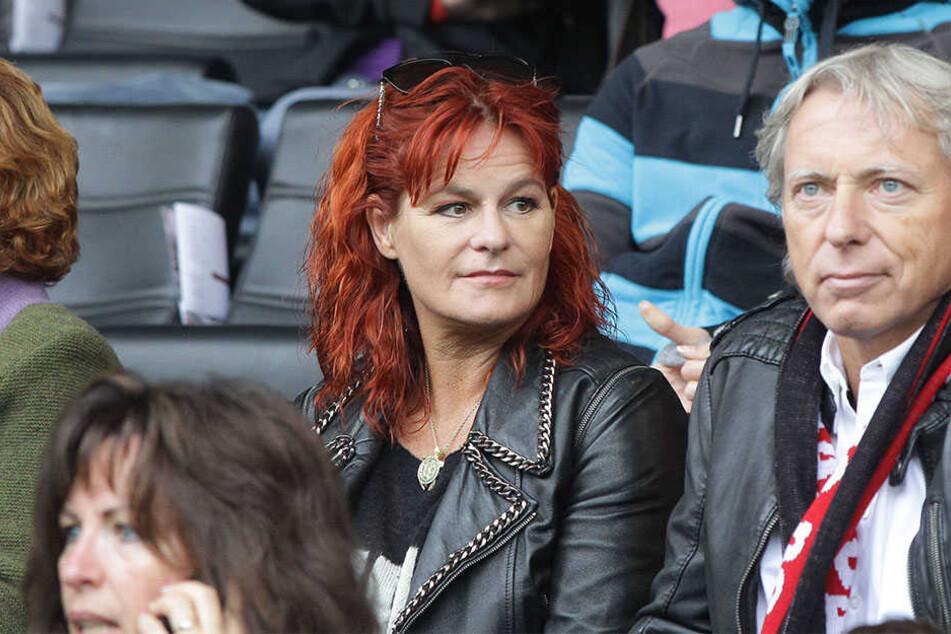 Schauen sich gern Spiele der SG Sonnenhof an: Andrea Berg und ihr Ehemann Uli Ferber.