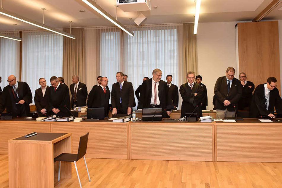 Sämtliche Angeklagte und Verteidiger im Infinus-Prozess fordern alle 22.000 Anleger in den Zeugenstand.