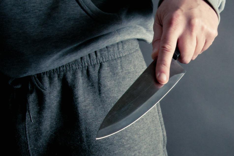 Geselliger Abend wird zum Blutbad: 20-Jähriger mit Messer attackiert