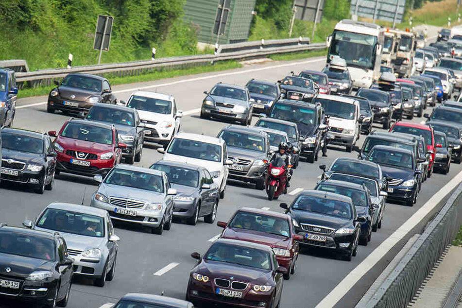 Durch die Bauvorbereitungen kann es ab Montag zu längeren Wartezeiten für Auotfahrer auf der A9 und der A14 kommen.