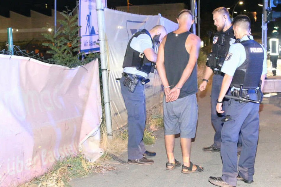 Bei dem Fahrer klickten in der Nacht die Handschellen. Der Mann wurde von den Beamten festgenommen.