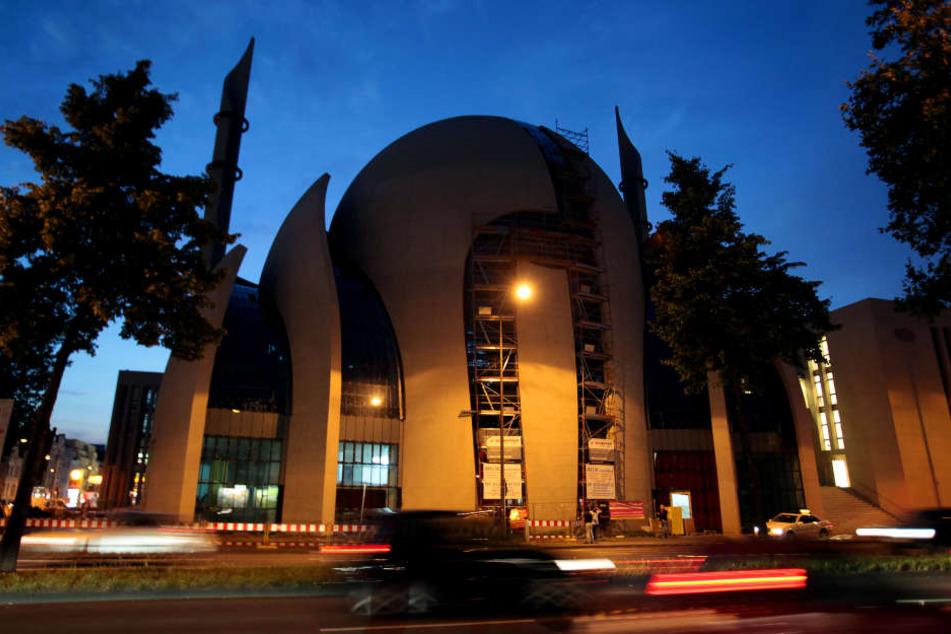 In der Kölner Zentralmoschee könnten täglich rund 1000 Besucher zum gemeinsamen Fastenbrechen Iftar kommen.