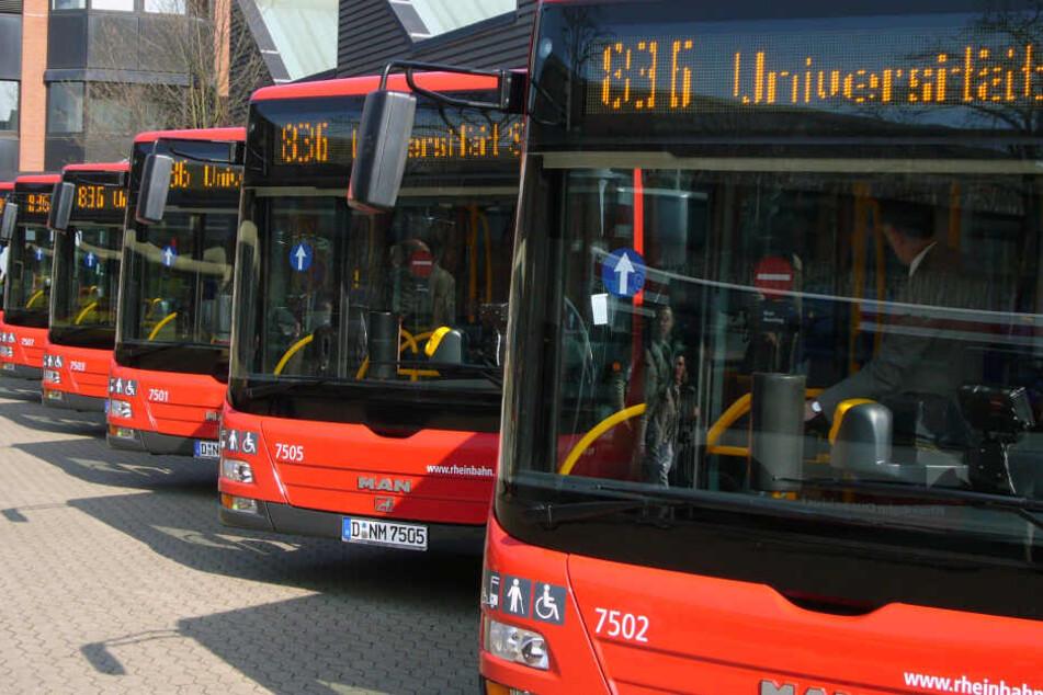 Busse der Rheinbahn im Depot.