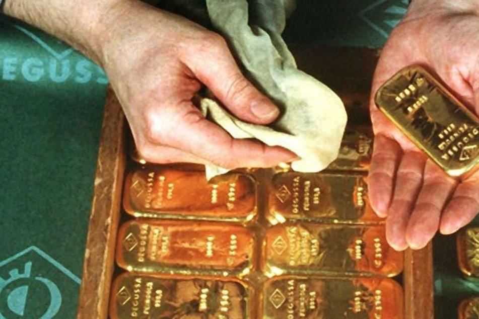 Wie nett! Mann gibt ein Kilo Gold und mehrere Tausende Euro ab