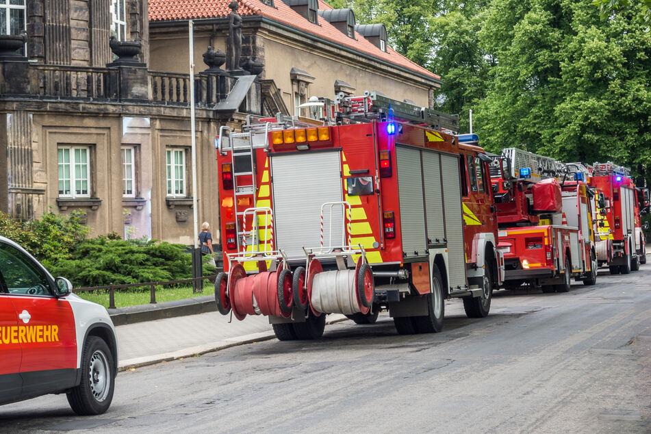 Düsseldorf: Mehrfamilienhaus brennt lichterloh, Feuerwehr rettet sechs Menschen
