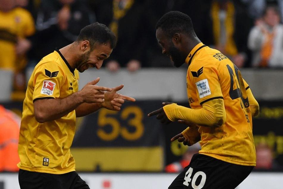 Die Dynamos bitten zum Tänzchen: Akaki Gogia (l.) und Erich Berko feiern nach einem Treffer gegen Greuther Fürth