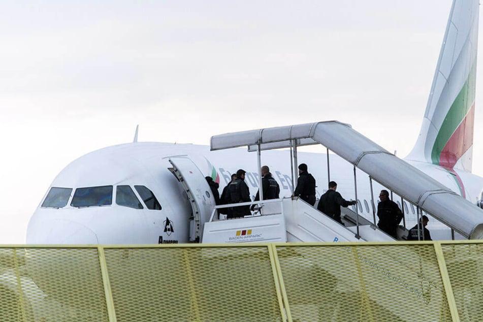 Insgesamt 18 Männer befanden sich an Bord der Sammelcharta in Richtung Tunesien. (Symbolbild)