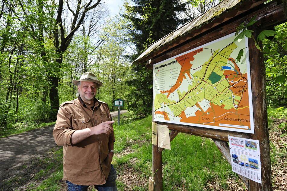 Für Peter Barthel (60) birgt der Wald-Gipfel die größten Geheimnisse.