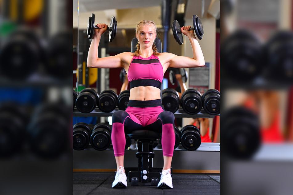 Linda Bock (21) ließ beim Fotoshooting für den Kalender bereits die Muskeln spielen. Am heutigen Dienstag auch am Netz gegen Erfurt?