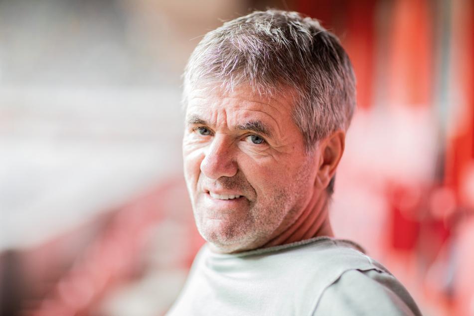 Trainer Friedhelm Funkel (67) zeigt sich motiviert und weiß, dass seine Spieler gewinnen wollen – und müssen.