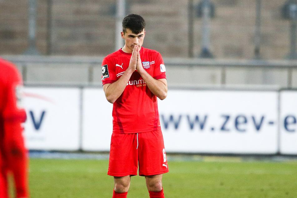 Abwehrmann Jozo Stanic (21) muss gegen Halle gelbgesperrt zusehen.