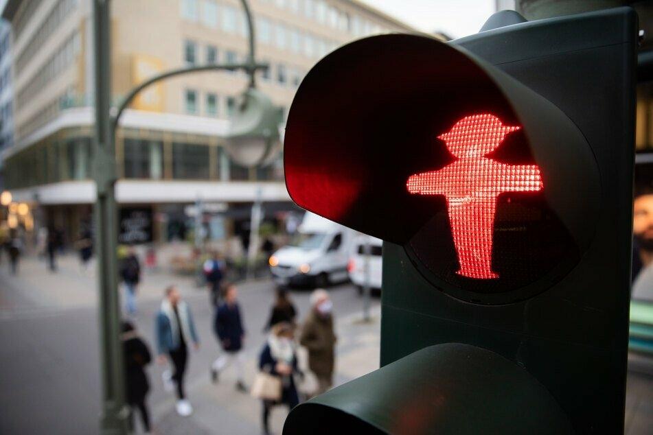 Da zeigt die Corona-Ampel rot: Von Ausgangssperren bis Beschränkungen bei privaten Treffen, was genau bewirkt die bundesweite Notbremse?