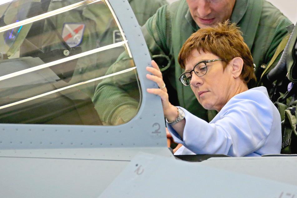 Verteidigungsministerium will Dutzende Eurofighter und F-18 kaufen!