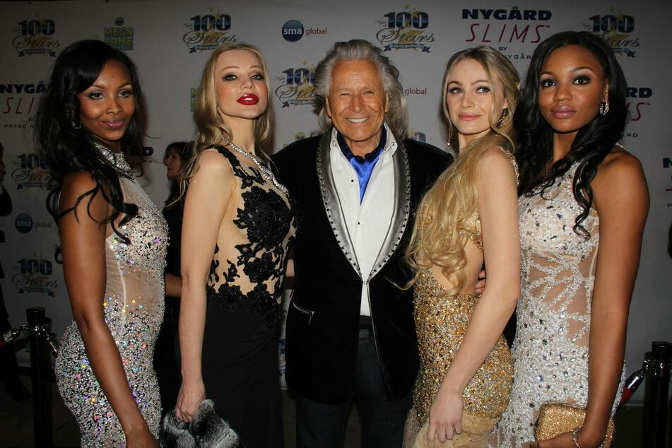 Peter Nygard (c.) at the Norby Walters 24nd Annual Night Of 100 Stars Oscar Viewing Gala in 2014 (archive image).