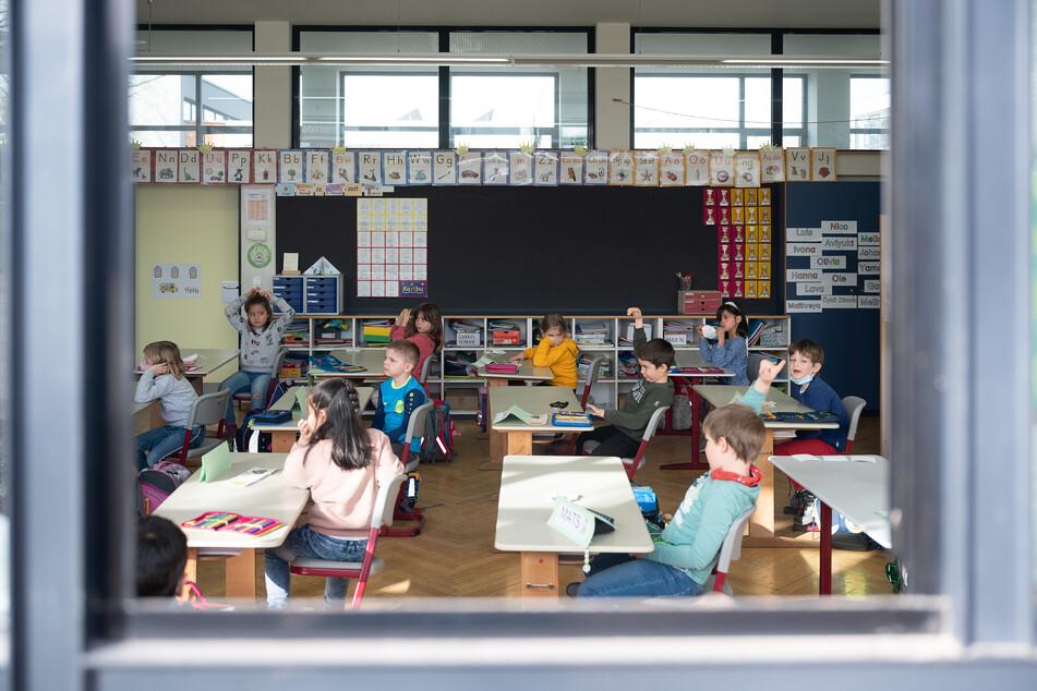 Hamburg startet am Montag mit flächendeckenden Corona-Schnelltests an allen Schulen. (Symbolbild)