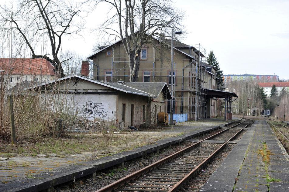 Wiederbelebung ist vorgesehen: Am Rochlitzer Bahnhof sollen wieder Züge fahren.