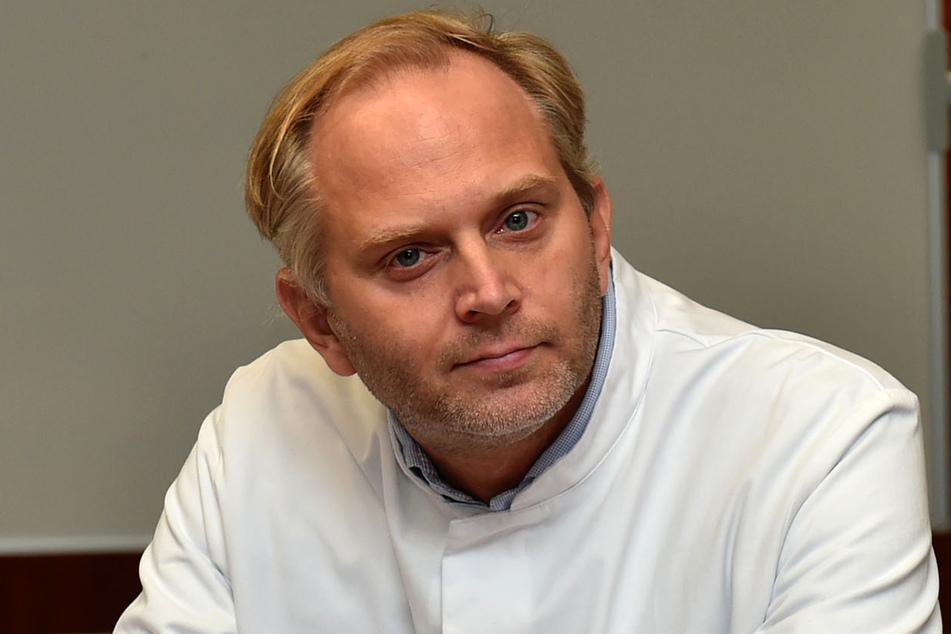 Oberarzt Manuel Wilbring (41) hat das Kunstherz als einer der Operateure in einer knapp fünfstündigen OP eingesetzt.